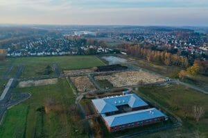 osna fly - Drohnenaufnahme Osnabrück. Luftbild der Montessori-Grundschule in Osnabrück